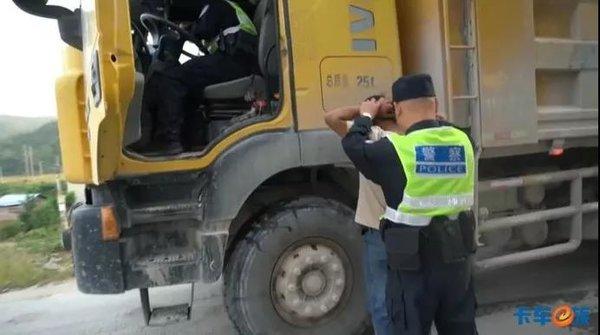 卡车司机到底怎么了?广东查处16辆超载车辆背后竟有黑势力参与