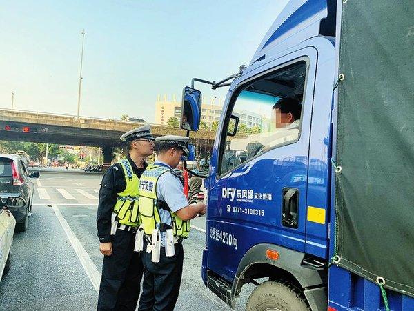 南宁:开展电动自行车和货车违法行为专项整治
