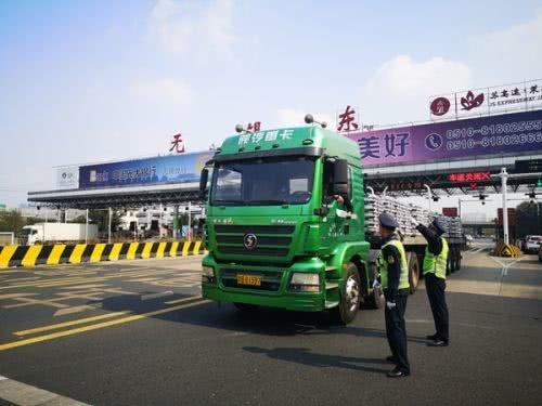 多地紧急下令超限超载货车止步高速!
