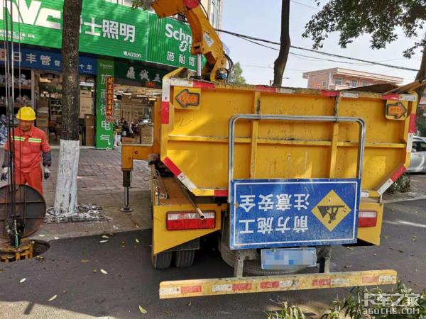 还在人工下井清捞,清淤车不要面子吗?
