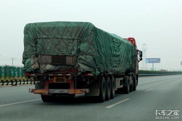 大货车超载危害多为何却又屡禁不止?