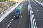 高速公路行�通�^隧道 需注意的事�!