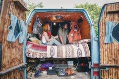 岁月静好:小夫妻货车改成房车环游世界