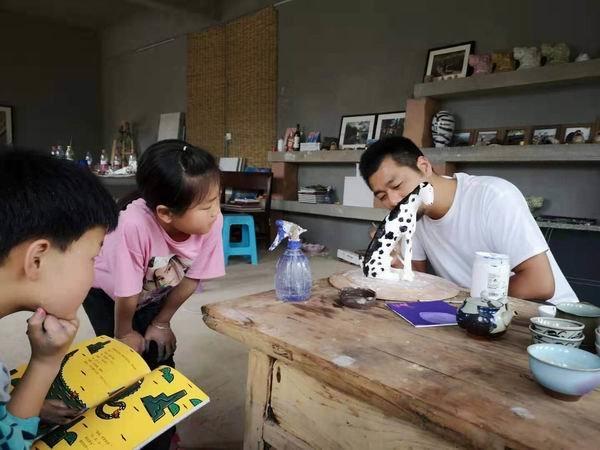 """开卡车的""""野生艺术家""""孔龙震:默默影响孩子比学技巧重要"""