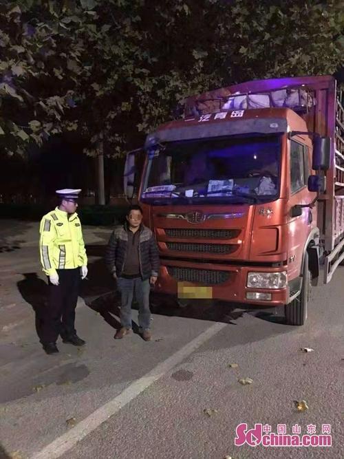 青岛:货车闯禁行司机无证假证来顶被拘留