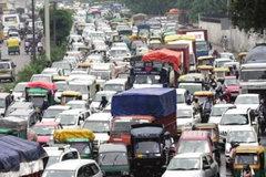 超30人死伤 印度公交车被一辆货车撞翻