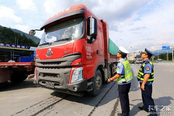 临沂:持续开展专项行动严厉打击超限超载货车
