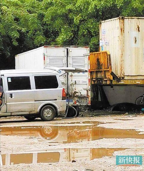黑油点藏身大路旁24小时营业箱式货车变移动油库