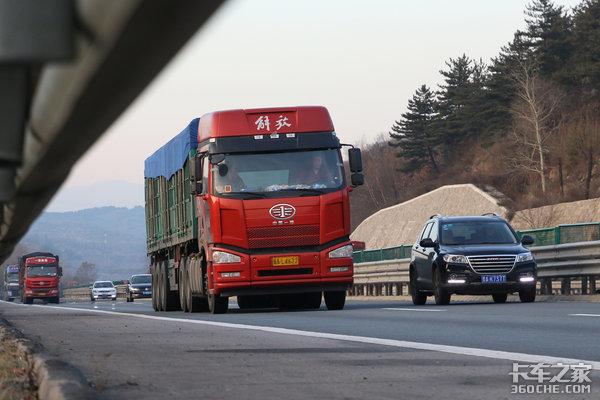 11月21日连霍高速采取分时段双向封闭交通管制