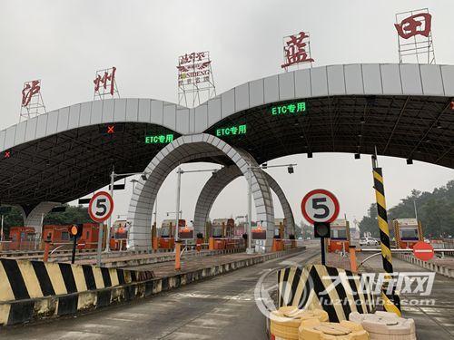 仅一条人工车道其余都是ETC泸州高速路收费站改造完成