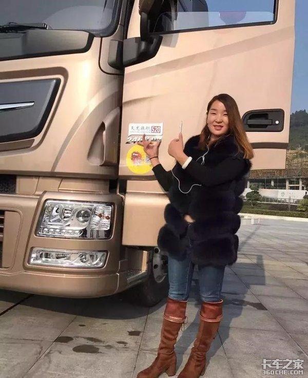 90后女生开卡车,路人说太辛苦,看到她的工作状态后,忍不住给她点赞