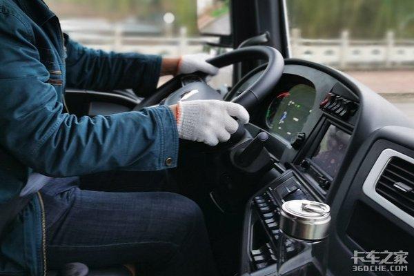 重汽年会:体验改款智能卡车爱上了