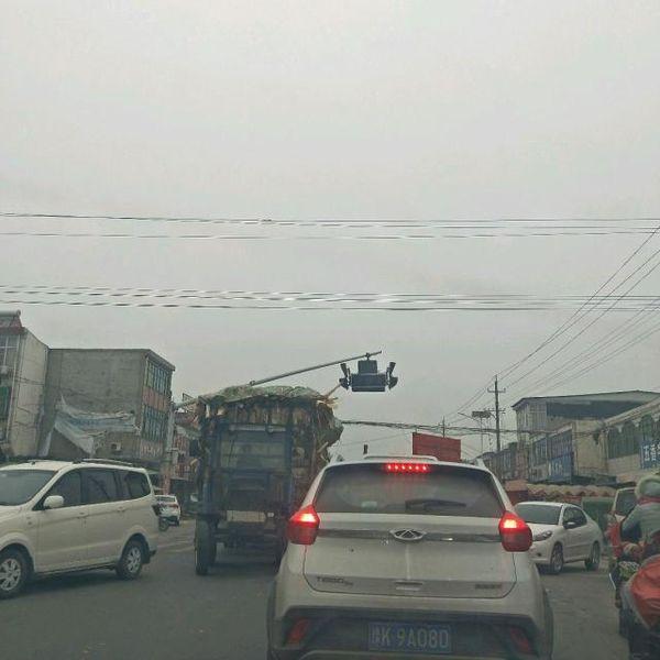 强行闯卡五名货车司机被行政拘留了!