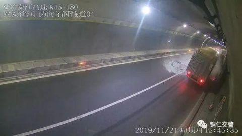 牵引车撞上货车保持安全距离很重要!
