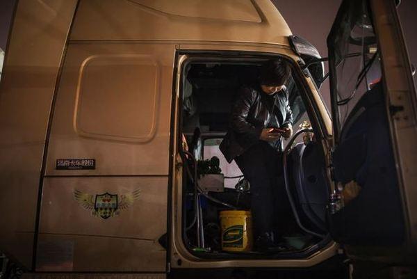 直观卡嫂的辛酸苦辣:1000万被挤上卡车的女人