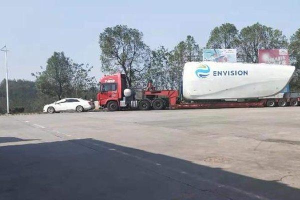 货车高速受损施救公司索要20万司机被迫滞留10天