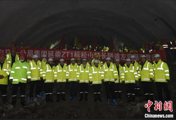 延崇高速:松山特长隧道左洞顺利贯通!