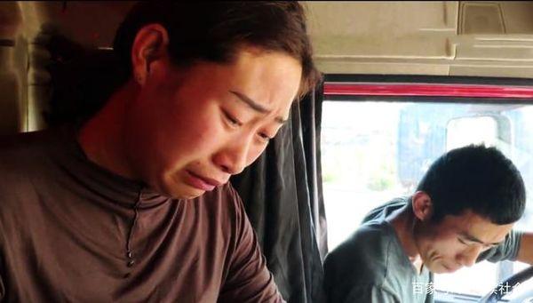 被堵十天货车夫妻生活曝光:没钱吃泡面