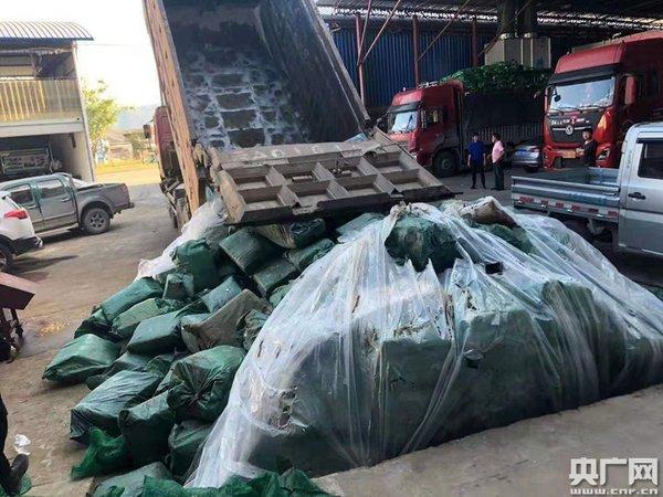 云南:德宏查获拉沙车底藏走私冻牛肉逾10吨为了两千块不值当