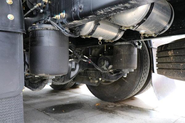 保證絕對安全送達圖解德龍M6000油罐車