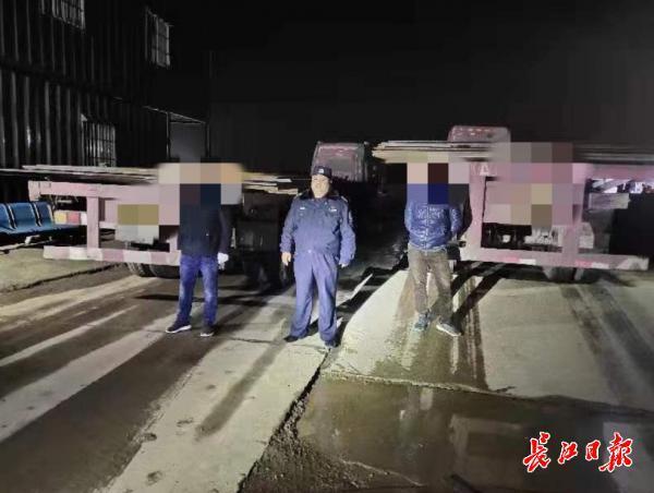 """货车也有""""双胞胎""""?半夜飙车""""李鬼""""现原形"""