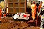 云南一货车侧翻7死2伤 肇事者已被控制