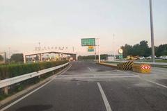 上海高速收费站入口称重 超载禁上高速