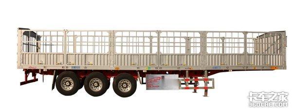 实拍分析国内最小规格3轴仓栅式半挂车