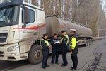 新疆新源:拒绝超限超载货车驶入高速!