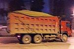 荆门:渣土车未密闭上路行驶被罚三千元