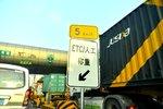高速路ETC通道无人问津,人工通道排长龙,10年老司机表示:不会玩