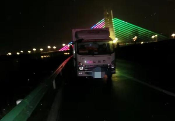 心大!货车司机高速应急车道睡着了一睁眼6分就没了!