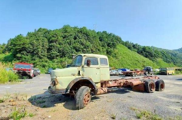 1959年推出的奔驰卡车设计与早期乌尼莫克相似国内曾引进