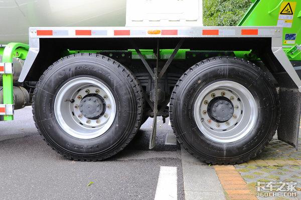 8x4将成主流自重仅为13吨乘龙H5混凝土搅拌车图解