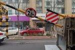 2.8米的限高杆 2.8米的货车通过翻车了 市区闯禁要不得