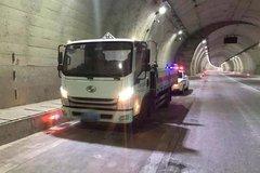 开危化品运输车高速隧道内停车 咋想的?
