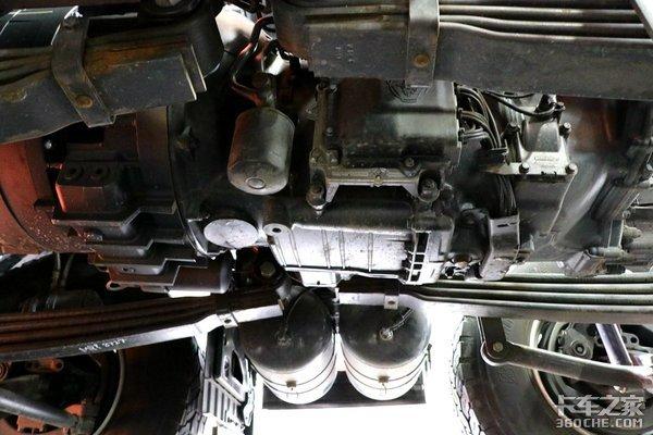 力大飞砖,无惧火情斯堪尼亚V8消防车