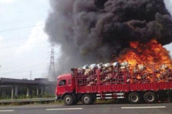 天干物燥车辆不慎自燃这样做才能拿到保险公司的理赔款