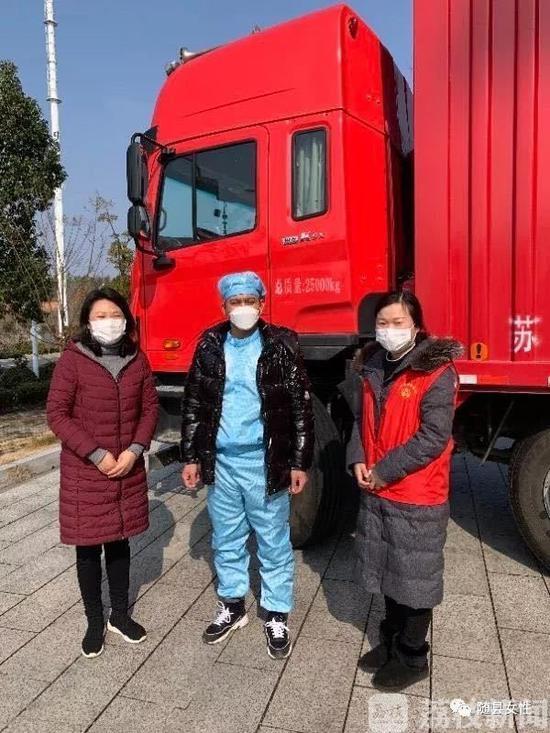 南京的哥客串卡车司机急送物资到湖北