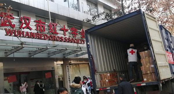 抗击新型冠状病毒肺炎驰援武汉的上海货车司机:7桶泡面伴我送物资