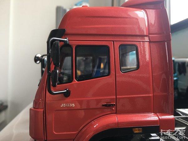 品一品重汽豪瀚J5G模型:配奔驰车身底盘与曼发动机,创新可见一斑