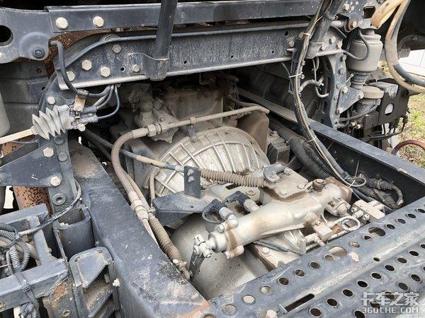 7年前的柳汽M7牵引车,大马力+平地板驾驶室,这配置至今仍不过时