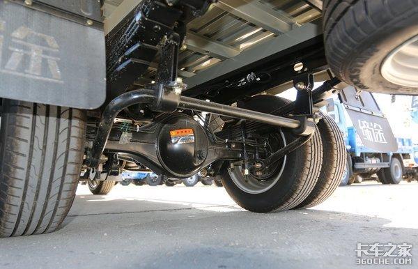 拉1.5吨货跑城配不限行,飞碟缔途汽油轿卡配置够实惠