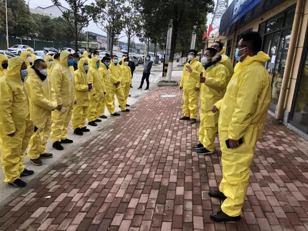众志成城抗击疫情那些穿梭在武汉街头一线的司机