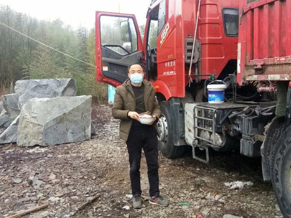 抗击疫情人间有爱湖北籍货车司机感恩遂宁人让他满载而归