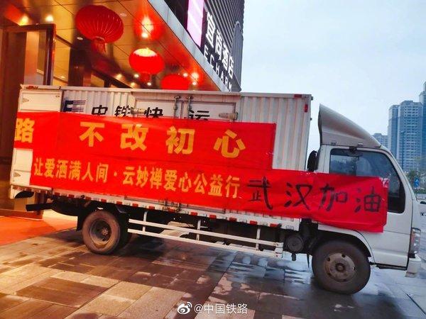 徐州9名大货车司机在车上自我隔离:初三到村口,十七进家门