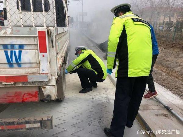 济广高速货车车底着火!司机竟浑然不知网友:还好吉人自有天相