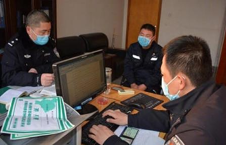 货车司机持假应急运输B证下高速被查拘留15天