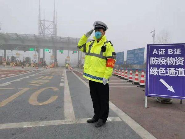 河南局部大雪疫情应急运输车不受限制