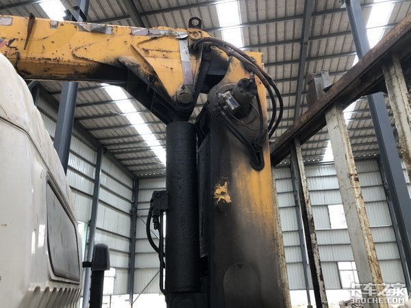 4吨级起重装置+徐工吊机,7年的东风多利卡随车吊干起活来不含糊